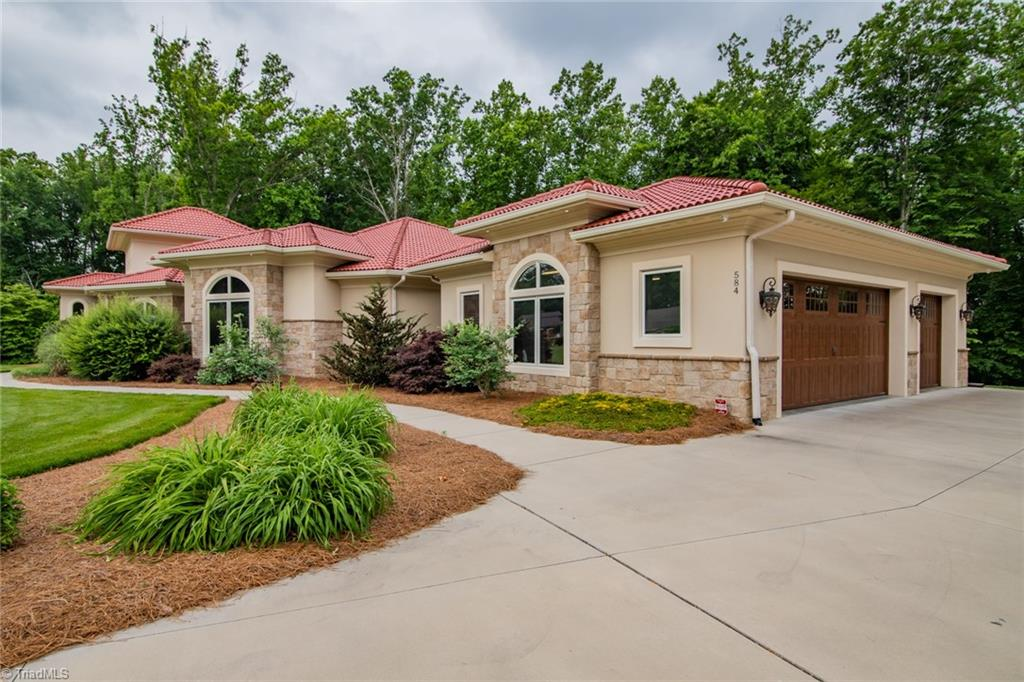 584 Lissara Lodge Drive Property Photo 32