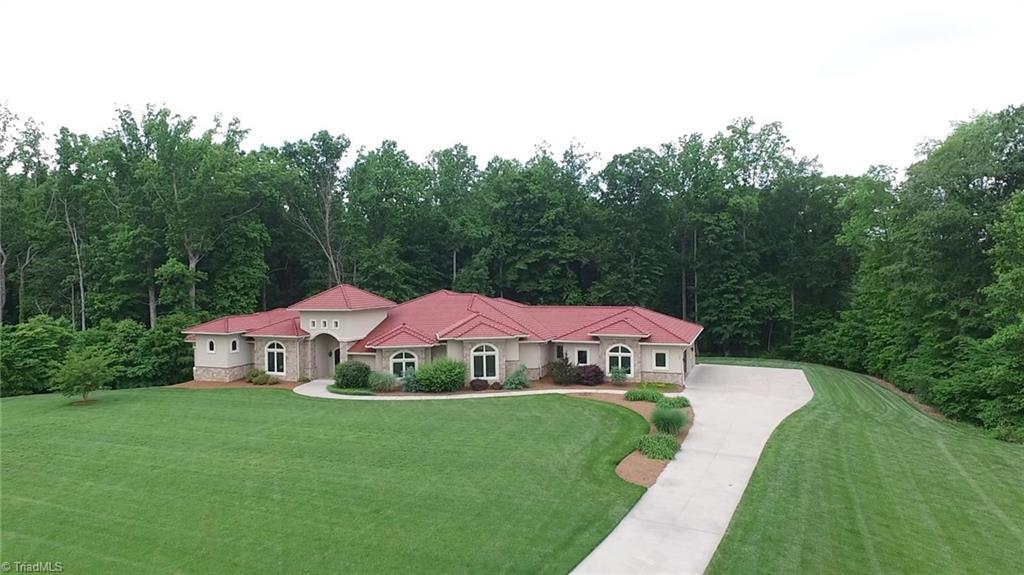 584 Lissara Lodge Drive Property Photo 33
