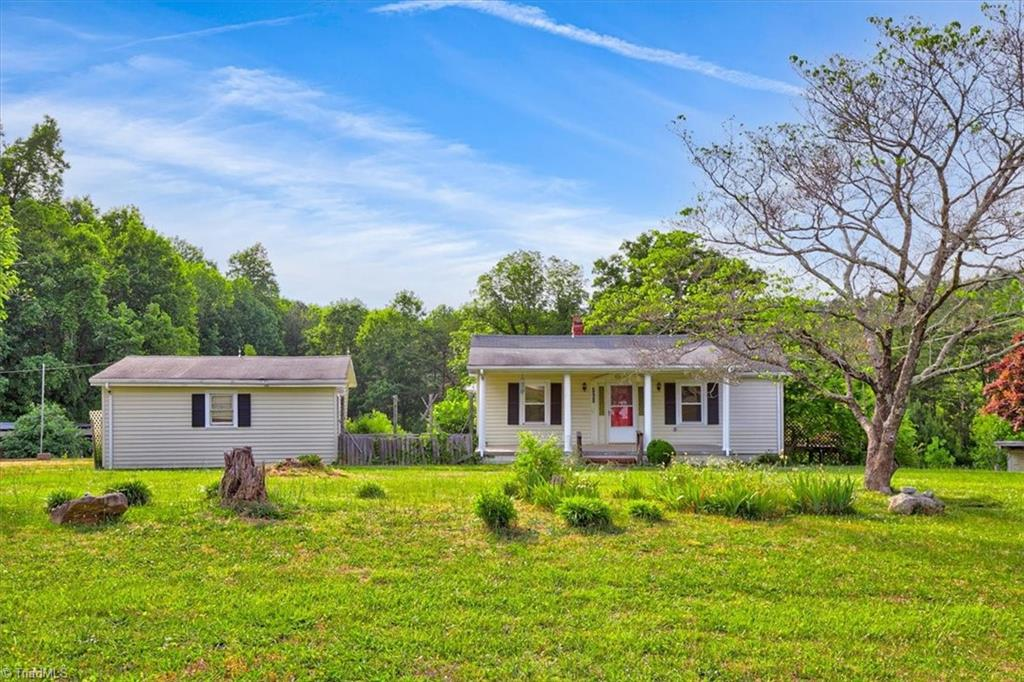 3207 Grooms Road Property Photo 1