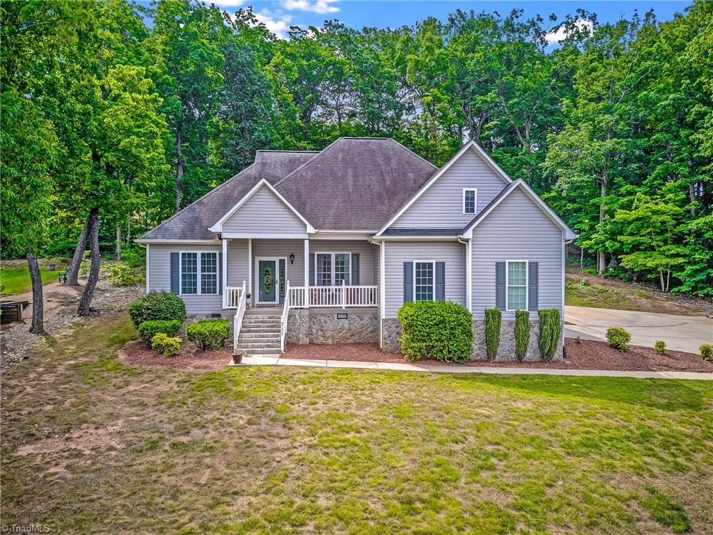 711 Graceland Drive Property Photo 1