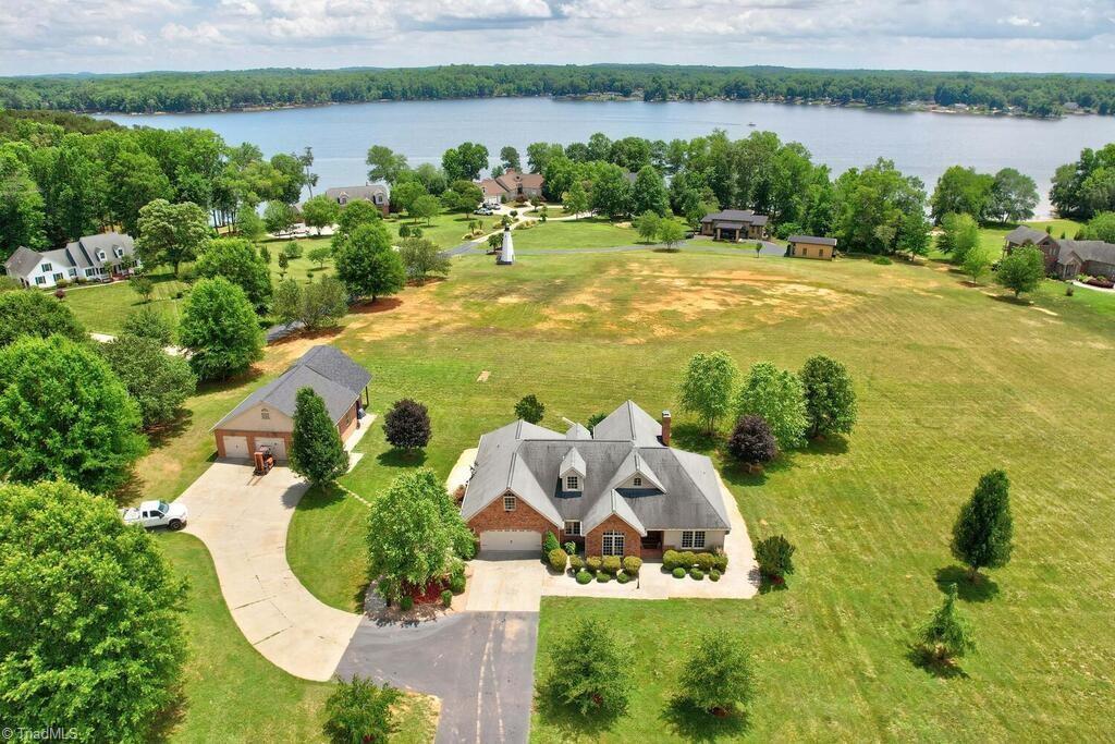 440 Lake Pointe Lane Property Photo 2