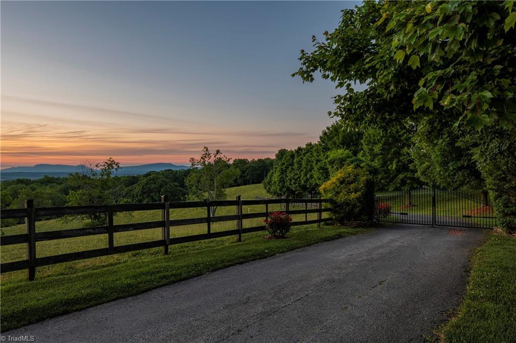 196 Blue View Farm Trail Property Photo 4