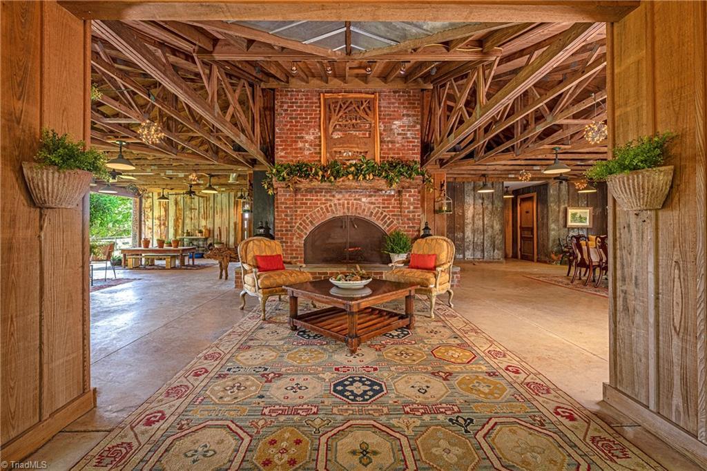 196 Blue View Farm Trail Property Photo 8
