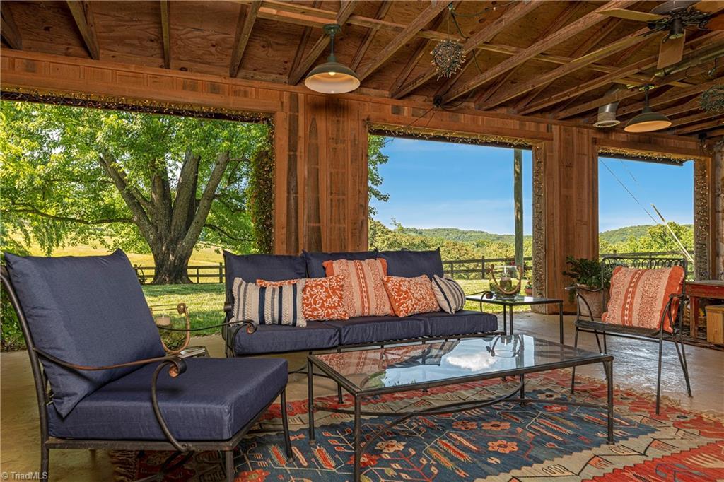196 Blue View Farm Trail Property Photo 10