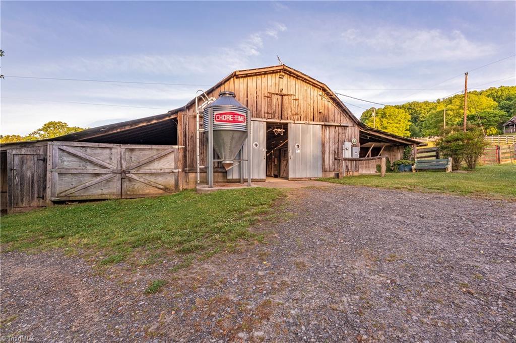 196 Blue View Farm Trail Property Photo 43