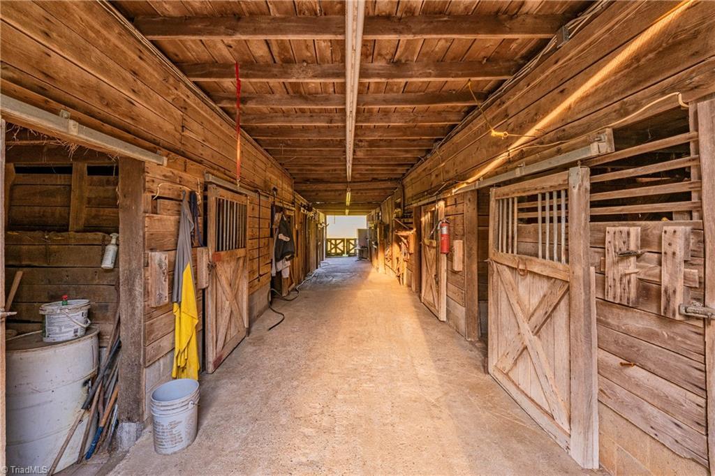 196 Blue View Farm Trail Property Photo 45