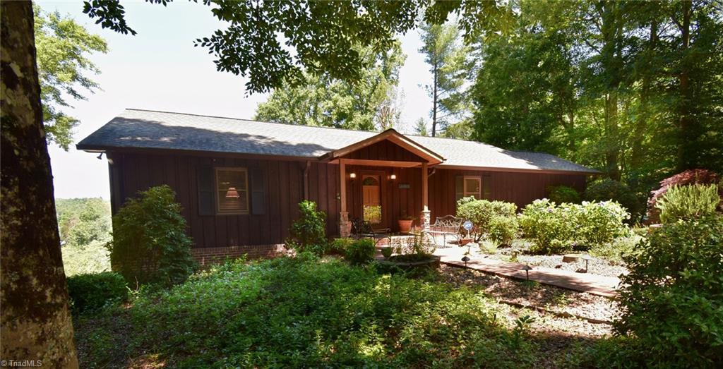 202 Lake Hills Lane Property Photo