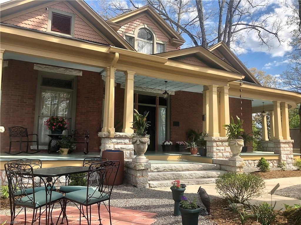 1056 N Main Street Property Photo 1