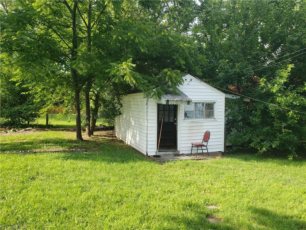 3903 Oak Grove Avenue Property Photo 4