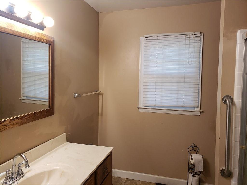 3903 Oak Grove Avenue Property Photo 8