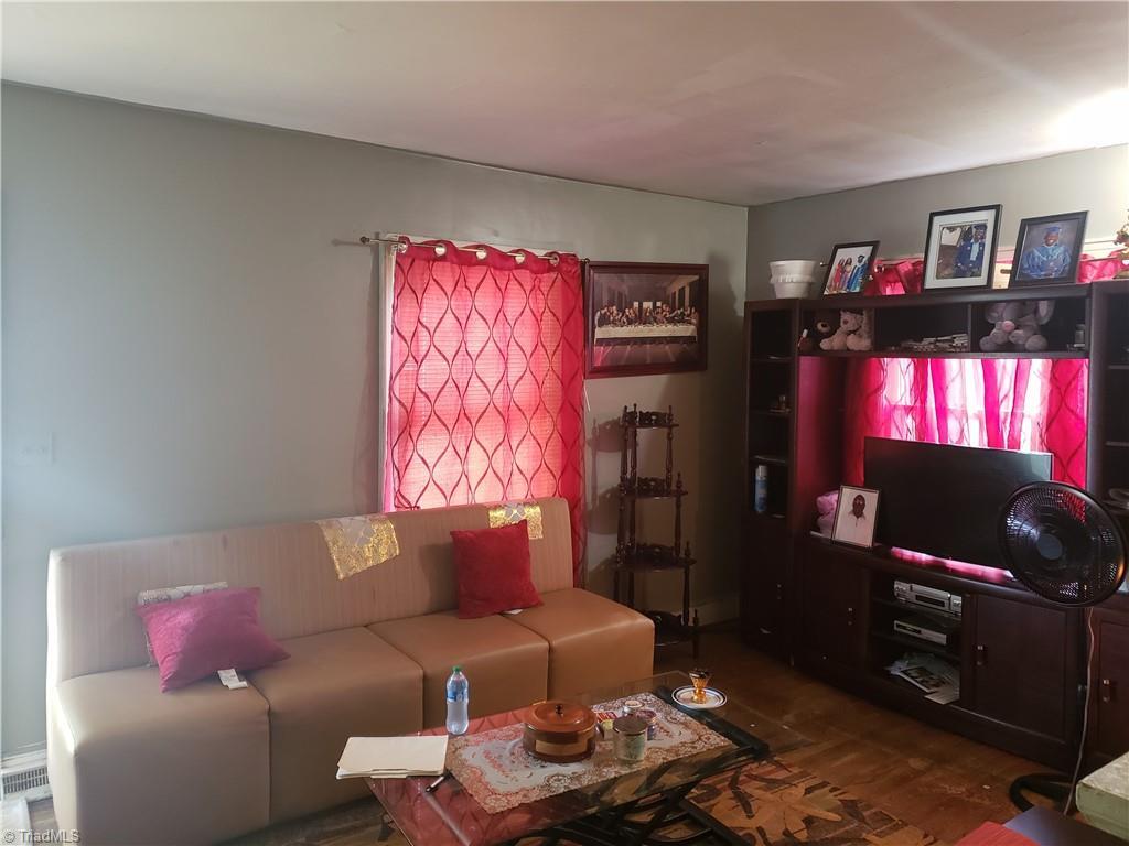 3903 Oak Grove Avenue Property Photo 14
