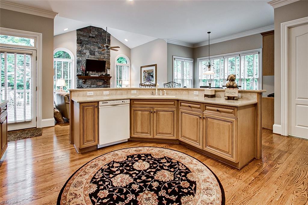 810 Jefferson Wood Lane Property Photo 9