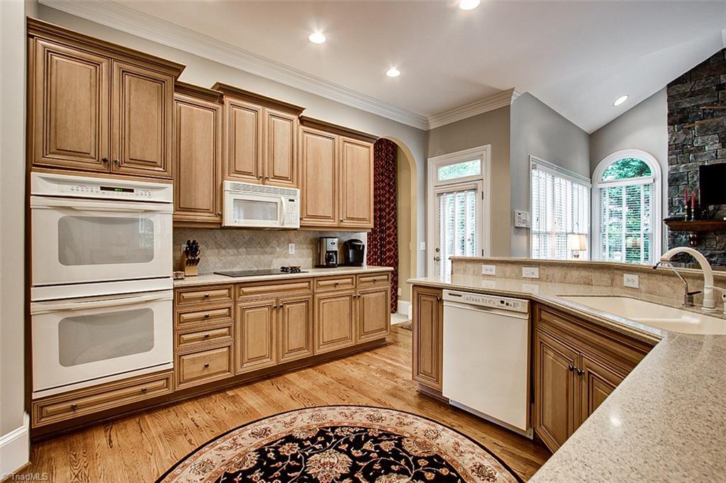 810 Jefferson Wood Lane Property Photo 10