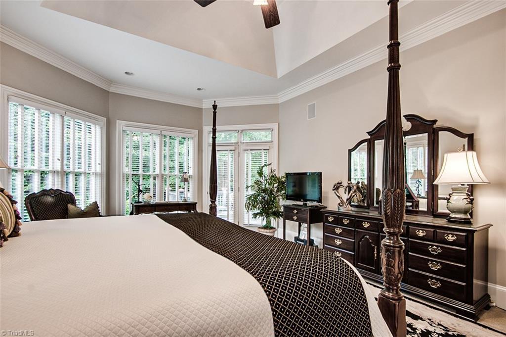 810 Jefferson Wood Lane Property Photo 17