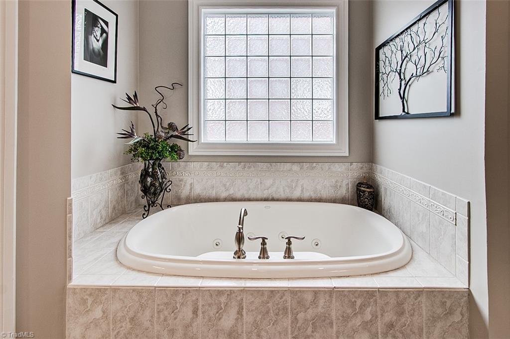 810 Jefferson Wood Lane Property Photo 19