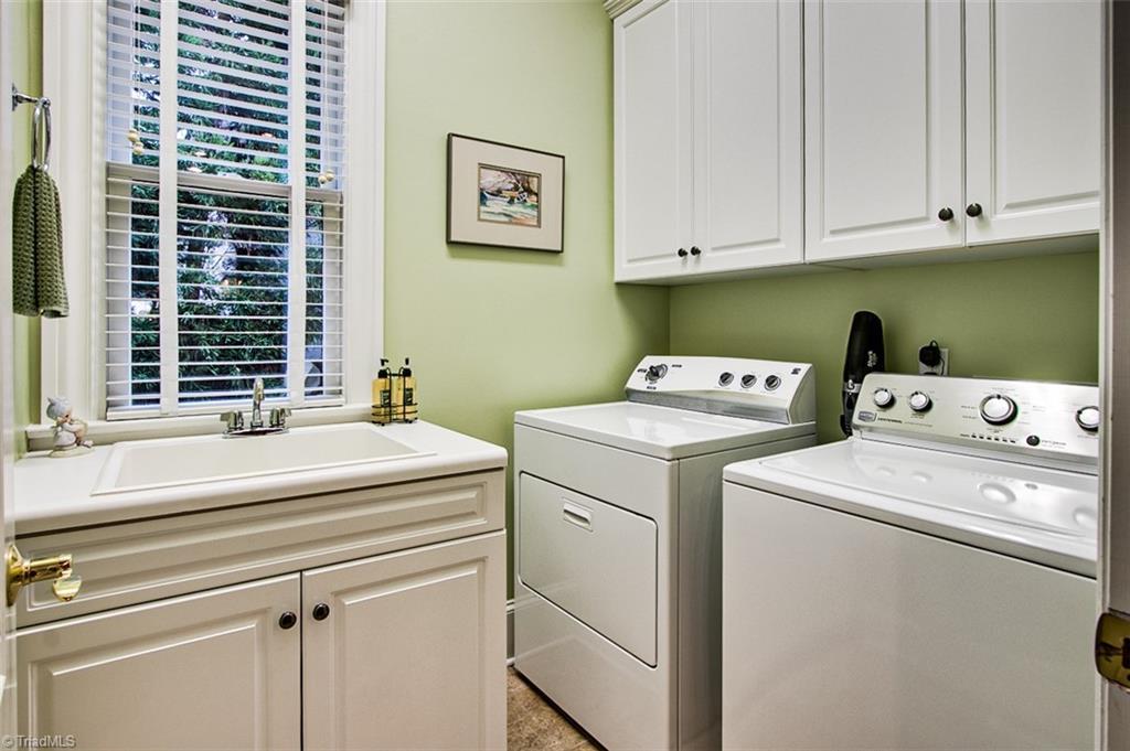 810 Jefferson Wood Lane Property Photo 27