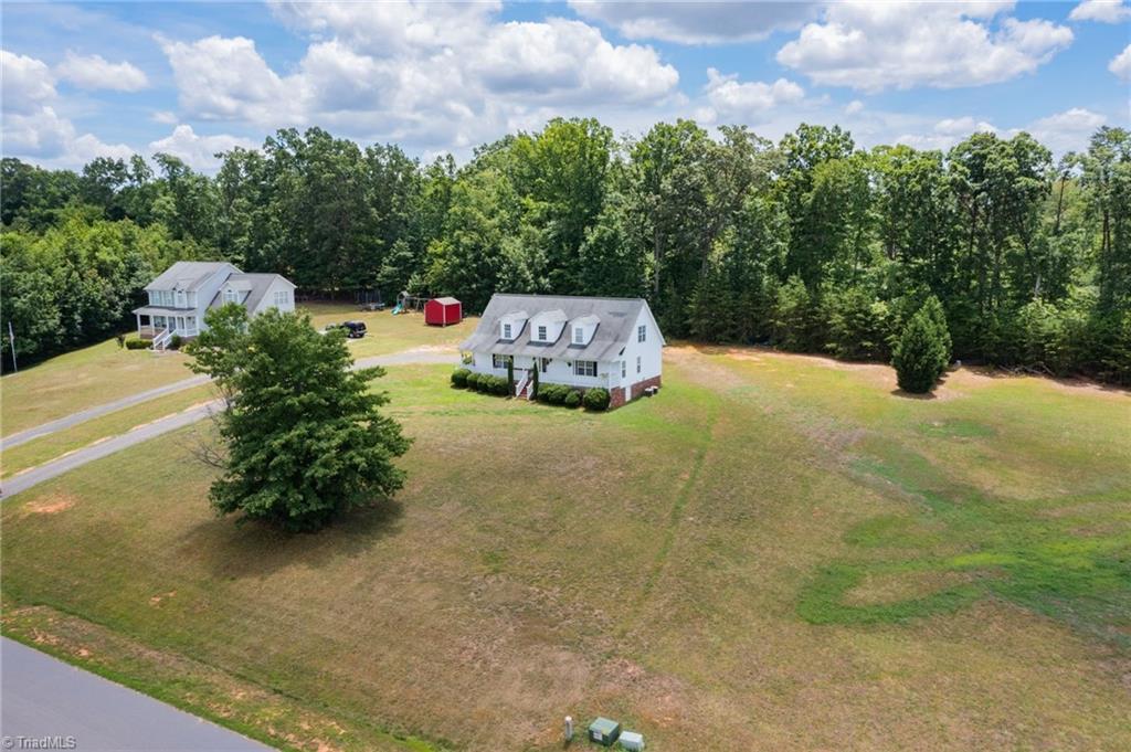 607 Dogwood Acres Lane Property Photo 1
