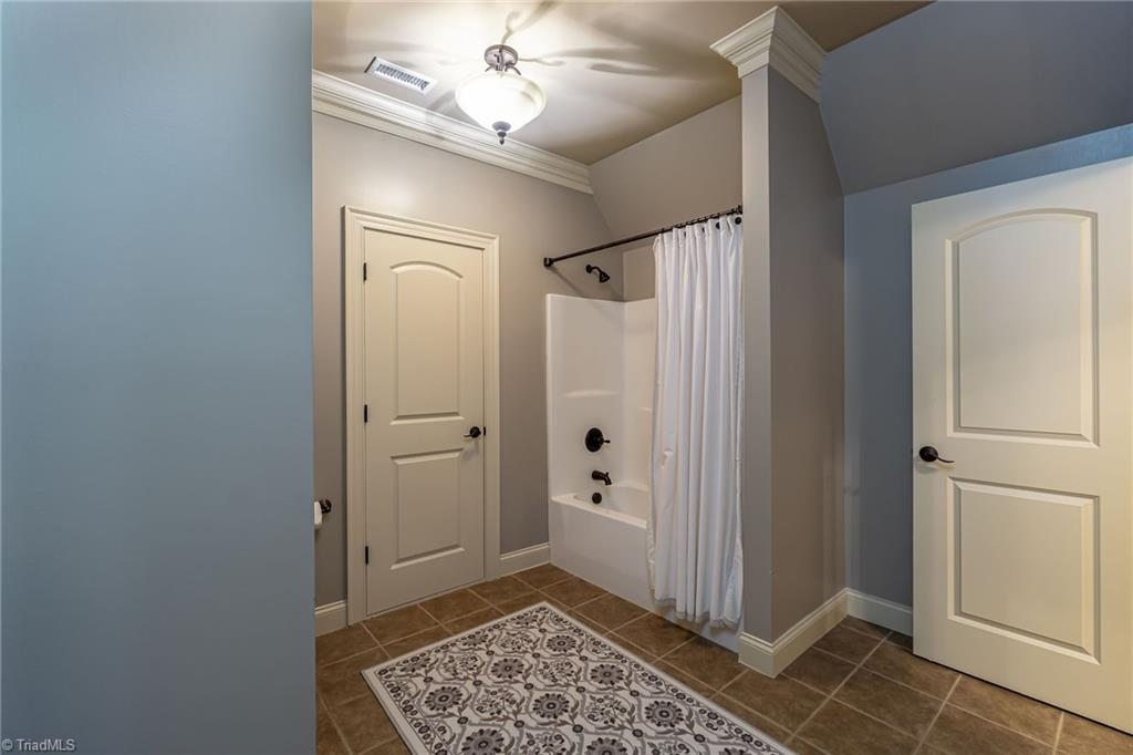 8886 Cravenwood Drive Property Photo 22