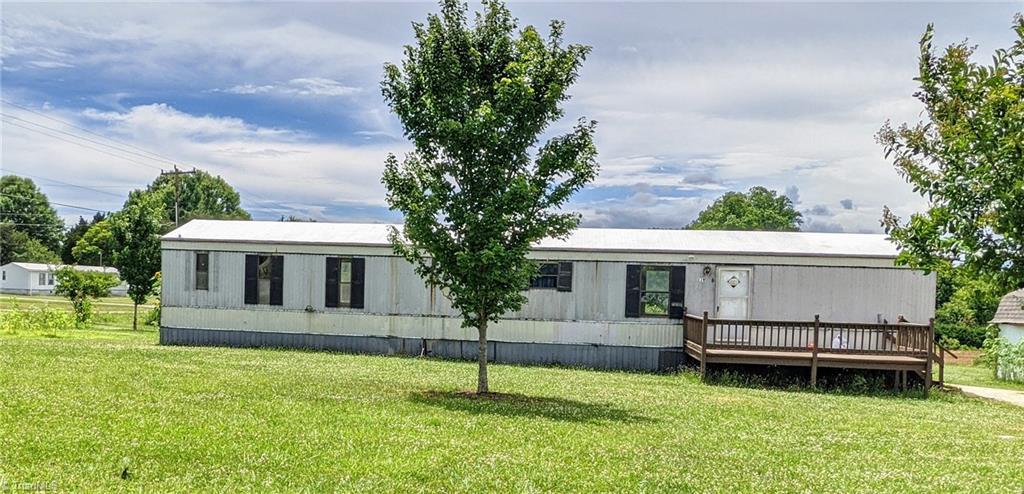 27054 Real Estate Listings Main Image