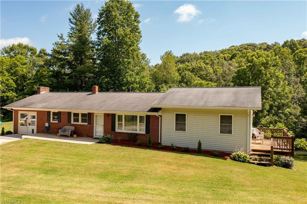 998 County Line Road Property Photo