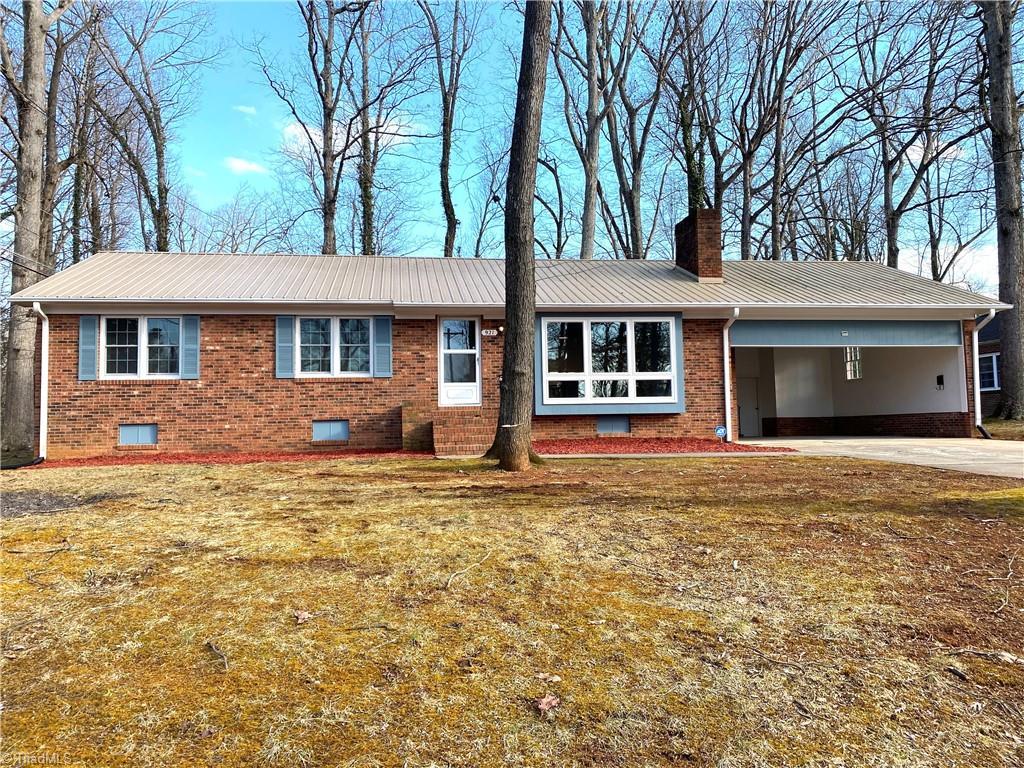921 Lake Drive W Property Photo 1