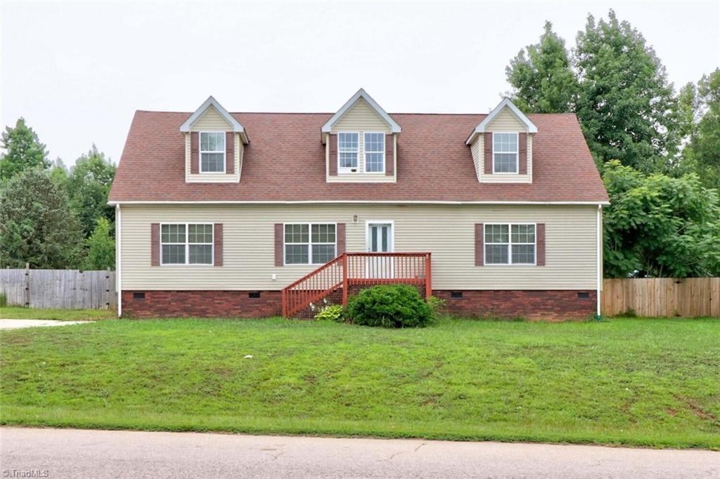 1055 Heatherdale Road Property Photo 1