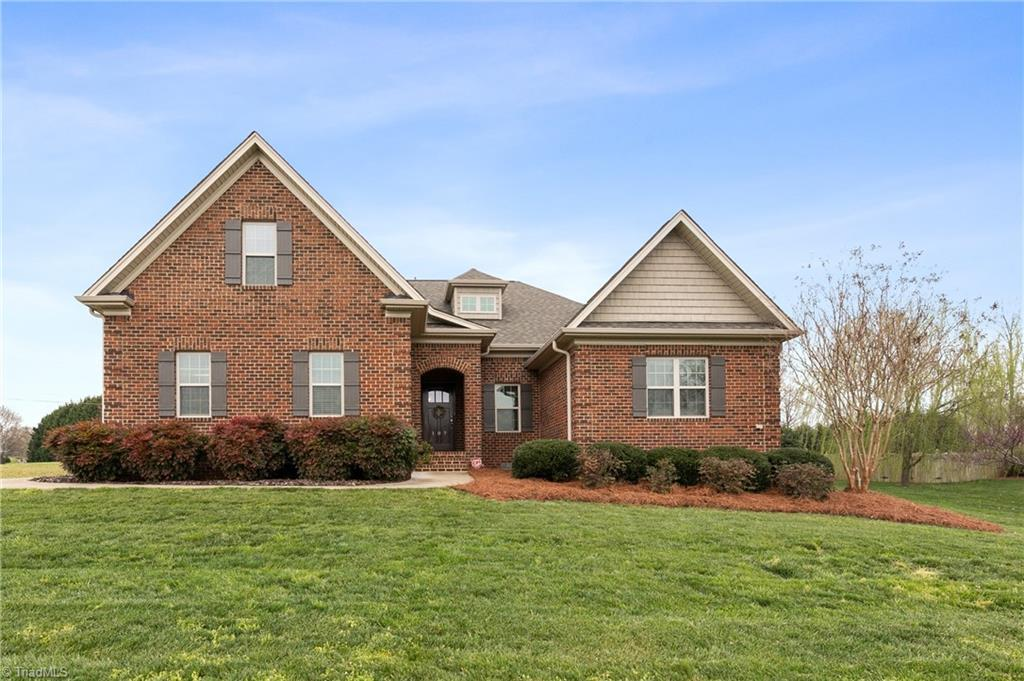 107 Meadow Brook Court Property Photo
