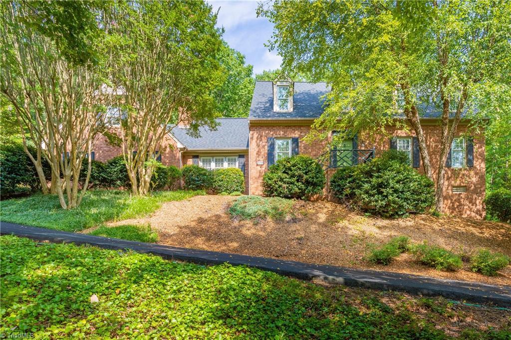 1048 Oakmont Drive Property Photo 1