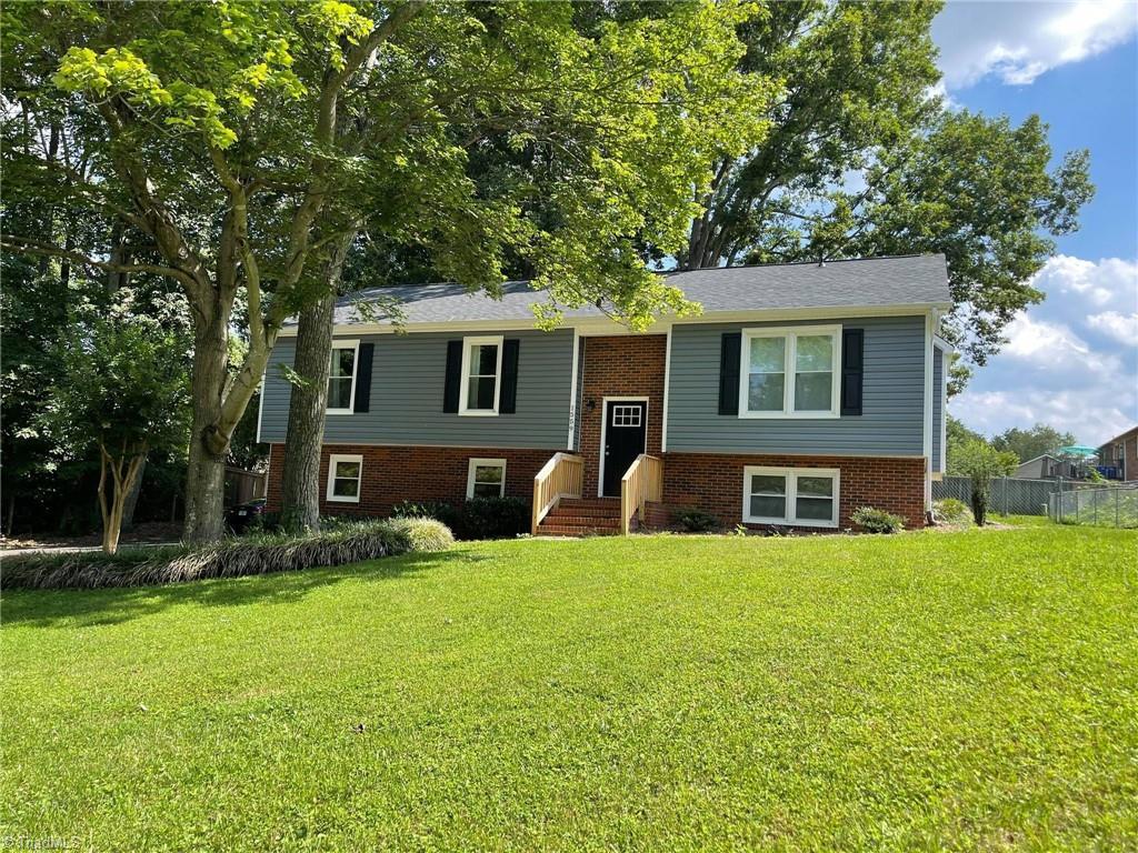 1559 Twin Oaks Drive Property Photo 1