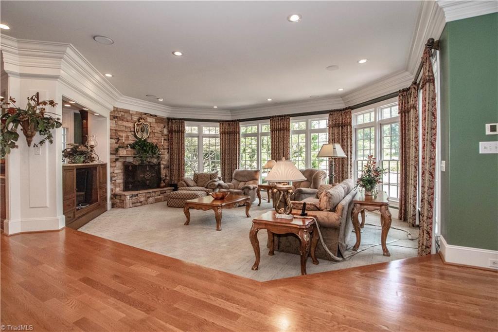 3215 Broadmoor Drive Property Photo 8