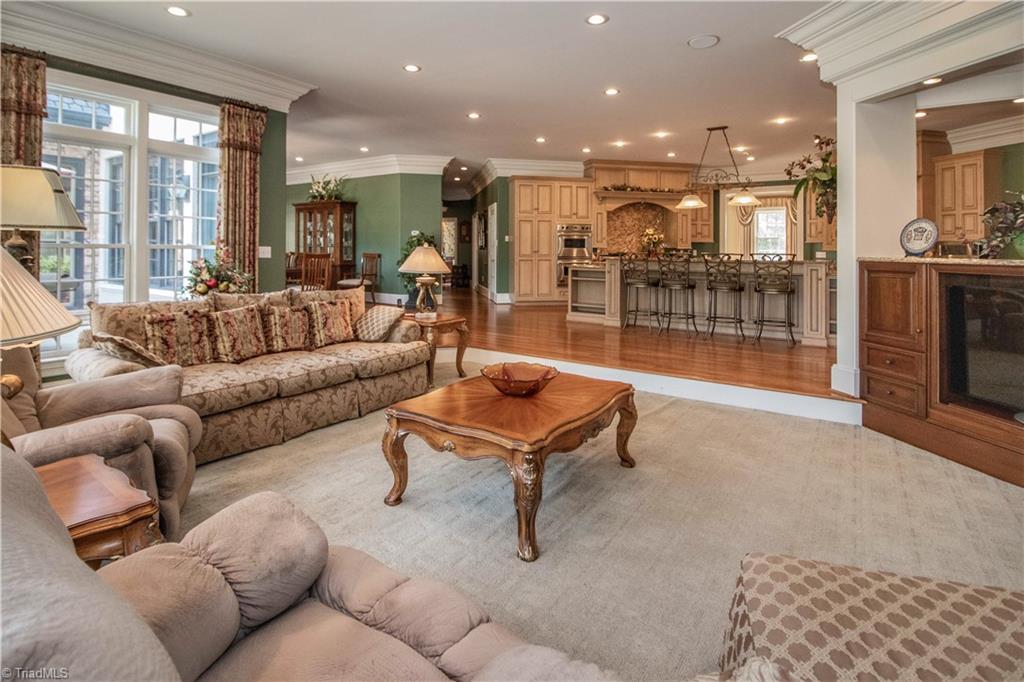 3215 Broadmoor Drive Property Photo 9