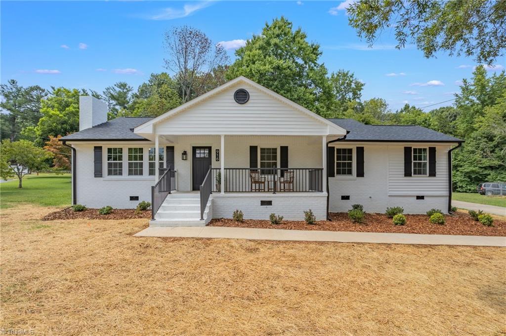 916 Whitsett Avenue Property Photo 1