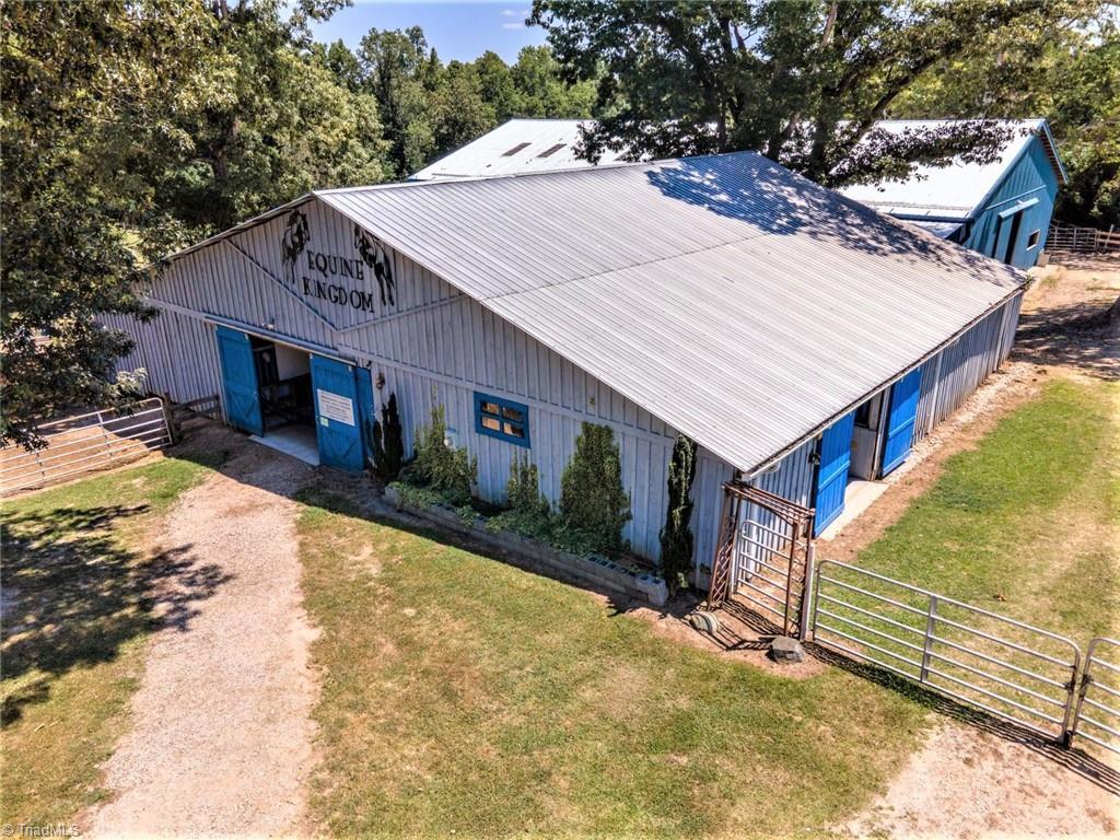 3809 Southeast School Road Property Photo 12