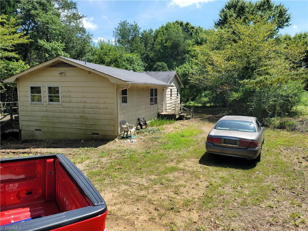 8611 Belews Creek Road Property Photo 1
