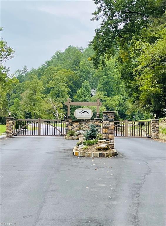 850 Holleridge Road Property Photo