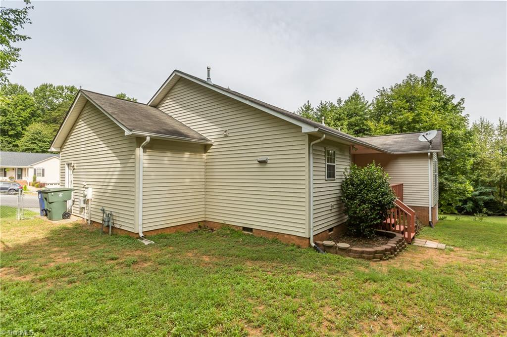 1734 Hawkcrest Lane Property Picture 32