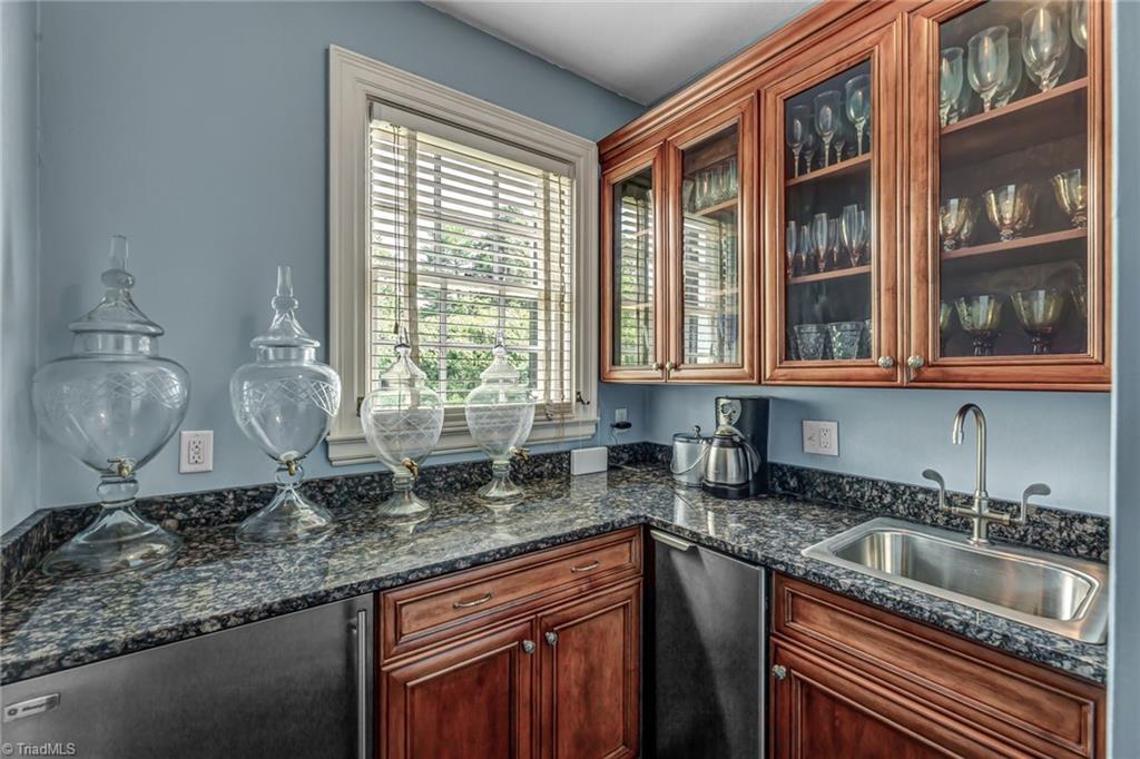 1040 Arbor Road Property Photo 22