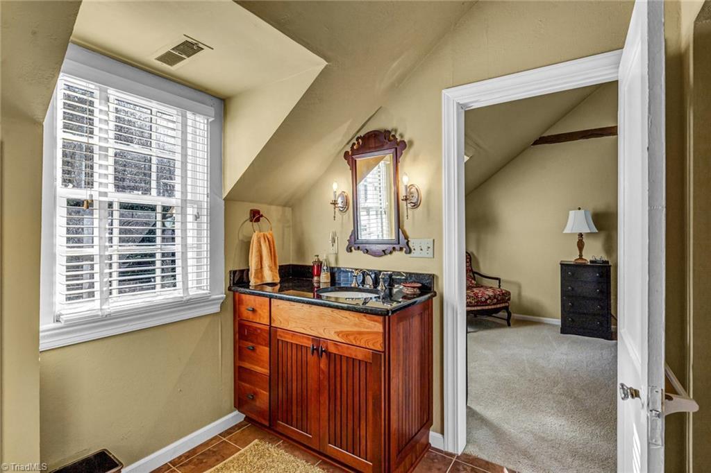 1040 Arbor Road Property Photo 45