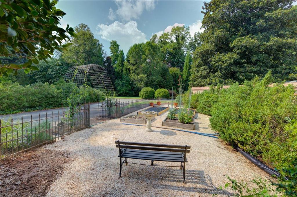 1040 Arbor Road Property Photo 46