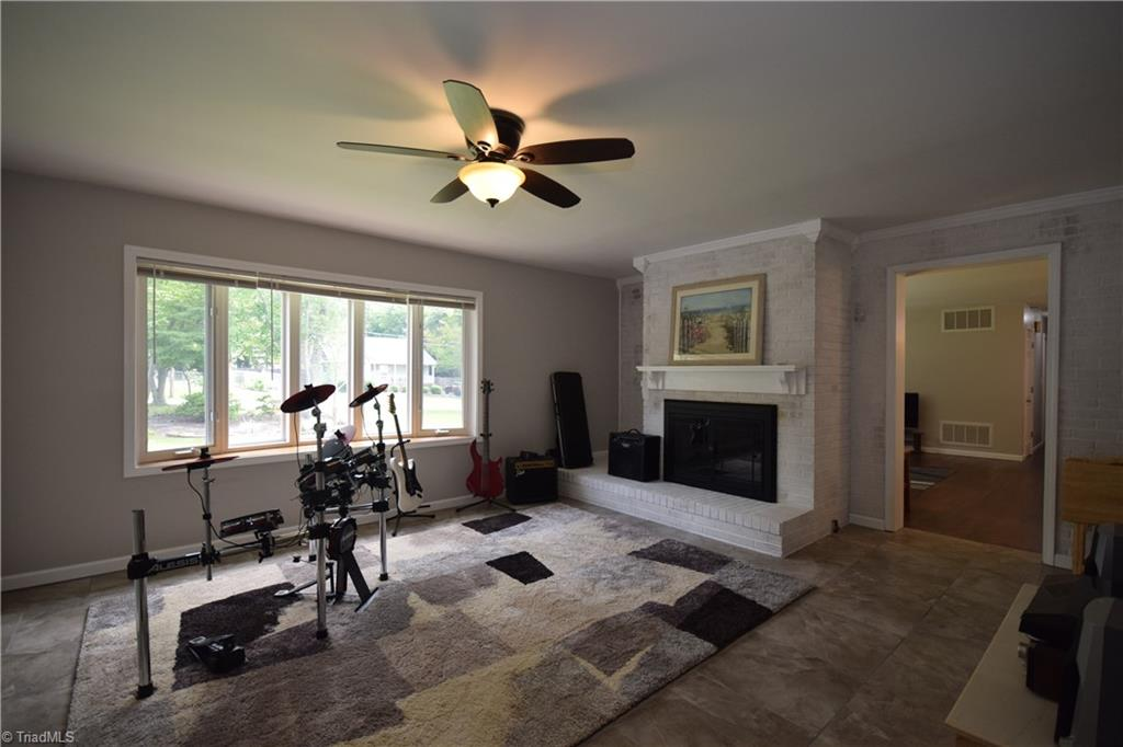 2484 Hoskins Road Property Picture 10