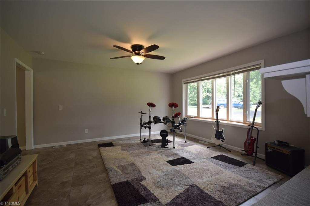 2484 Hoskins Road Property Picture 11
