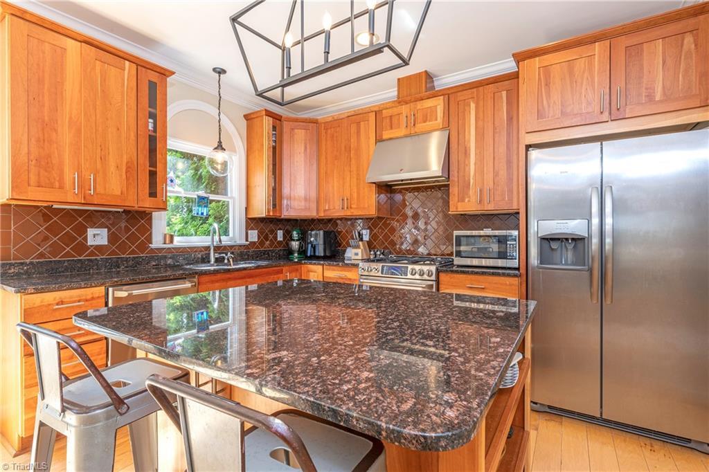 4870 Century Oaks Lane Property Picture 2