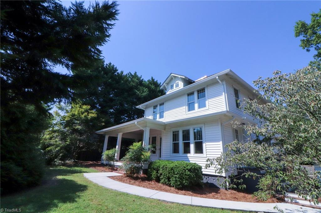 111 E Maple Avenue Property Photo