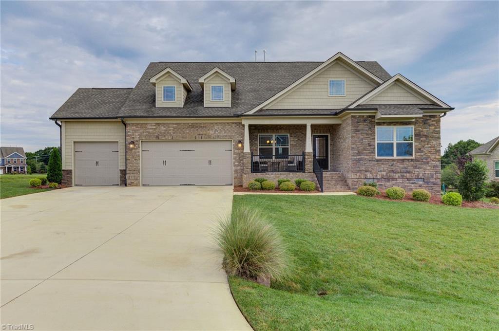 8106 Northwest Meadows Drive Property Photo 1