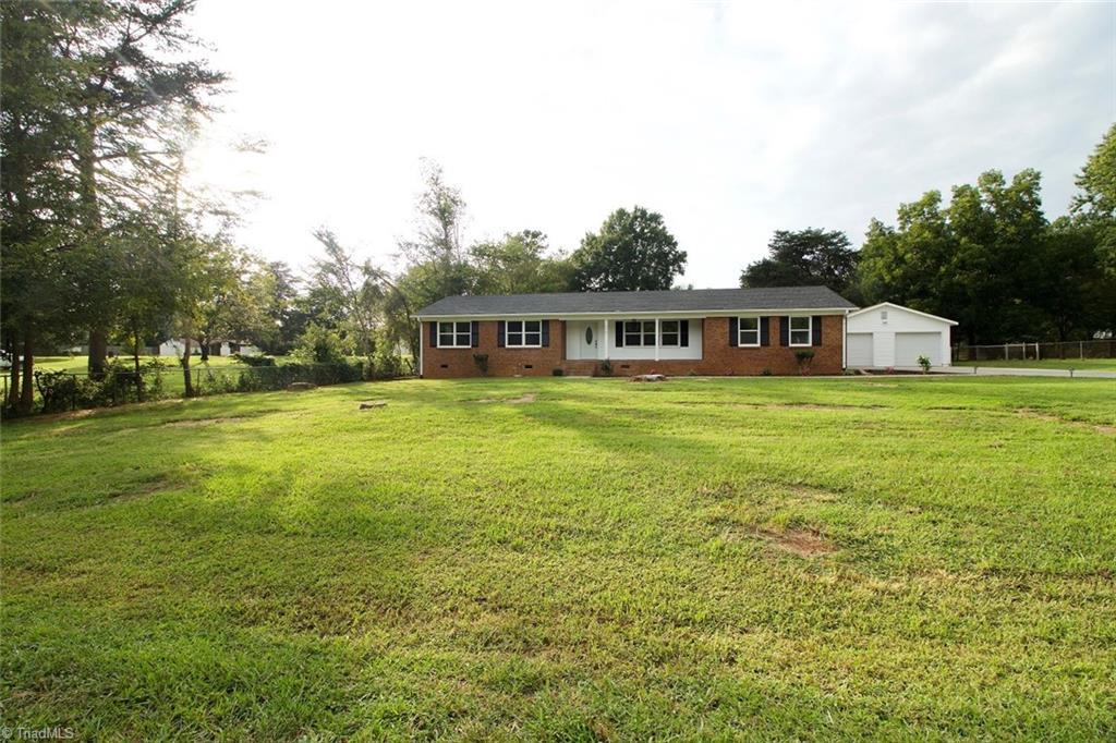 212 Edgewood Circle Property Photo 1