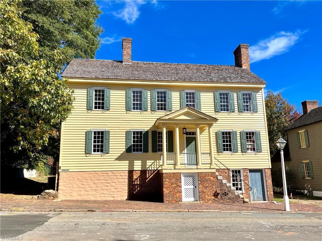 411 S Main Street Property Photo 1