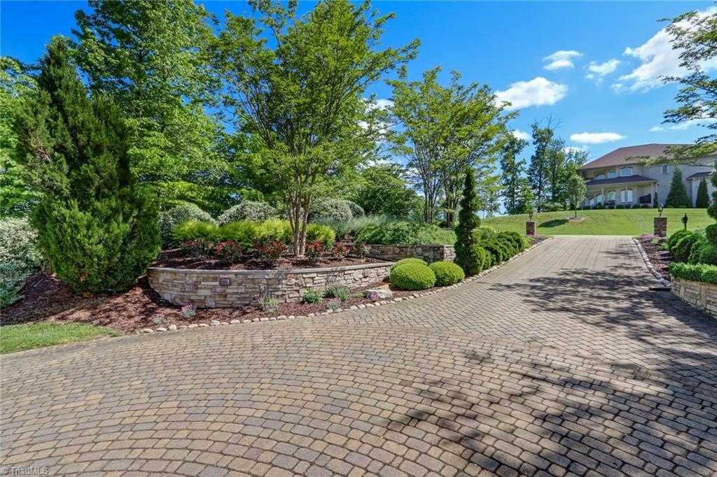 220 Leeward Drive Property Photo 5